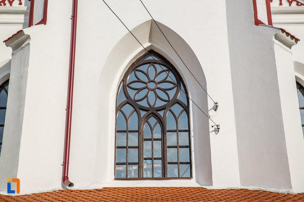 vitraliu-frontal-de-la-biserica-din-brata-sf-ioan-botezatorul-din-saliste-judetul-sibiu.jpg