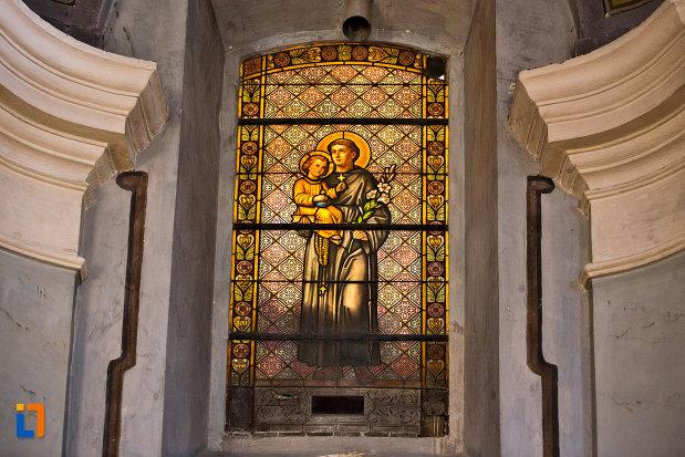 vitraliu-luminat-din-catedrala-greco-catolica-schimbarea-la-fata-din-cluj-napoca-judetul-cluj.jpg