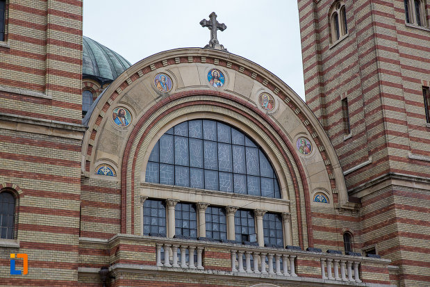 vitraliu-semicircular-de-la-catedrala-mitropolitana-sf-treime-din-sibiu-judetul-sibiu.jpg