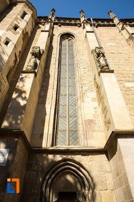 vitraliu-si-coloane-de-la-biserica-neagra-1383-1477-din-brasov-judetul-brasov.jpg