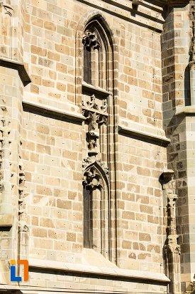 zid-cu-ferestre-biserica-neagra-1383-1477-din-brasov-judetul-brasov.jpg