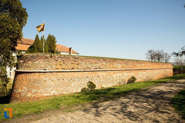 zid-de-aparare-bastionul-sasilor-din-alba-iulia-judetul-alba.jpg