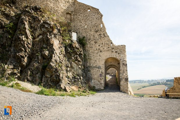 zid-de-piatra-cetatea-rupea-judetul-brasov.jpg