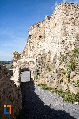 zid-de-piatra-si-pasaj-cetatea-rupea-judetul-brasov.jpg