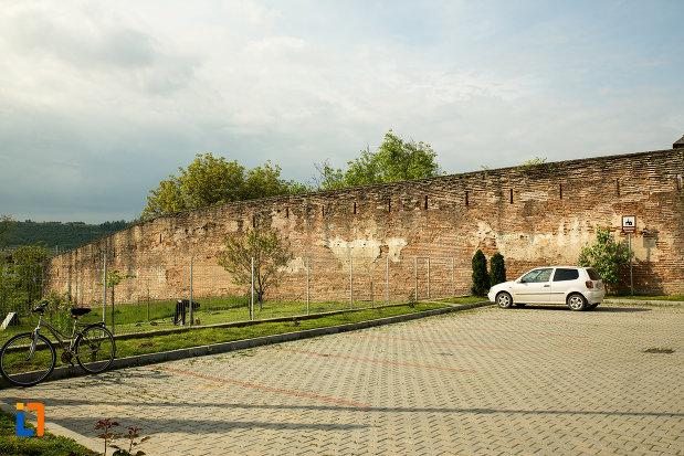 zid-fortificat-ce-inconjoara-manastirea-strehaia-judetul-mehedinti.jpg