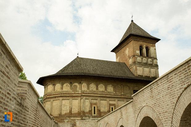 zid-fortificat-si-manastirea-strehaia-judetul-mehedinti.jpg