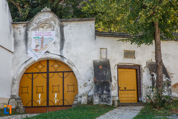 zid-fortificat-si-poarta-de-la-biserica-evanghelica-din-ocna-sibiului-judetul-sibiu.jpg
