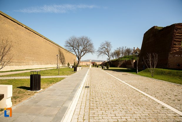 zid-fortificat-traseul-celor-trei-fortificatii-din-alba-iulia-judetul-alba.jpg