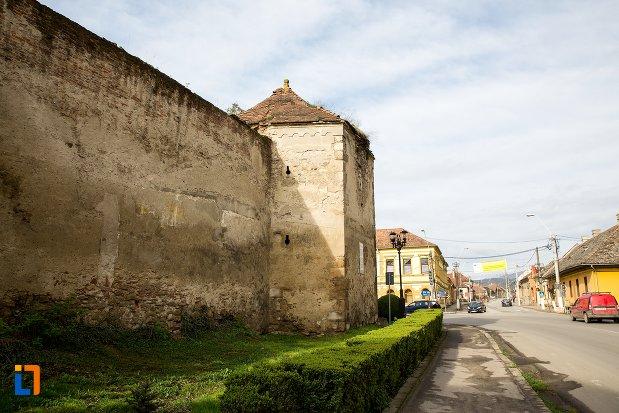 zid-si-turn-de-la-cetatea-aiudului-judetul-alba-vazute-din-lateral.jpg
