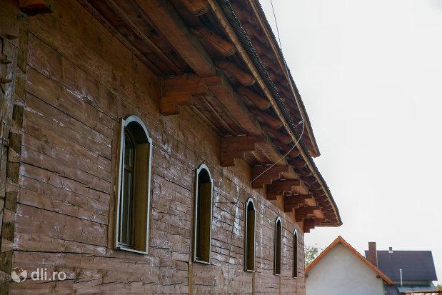 zidarie-din-lemn-biserica-ortodoxa-din-seini-judetul-maramures.jpg