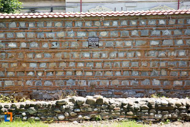 zidul-de-incinta-de-la-manastirea-stelea-din-targoviste-judetul-dambovita.jpg