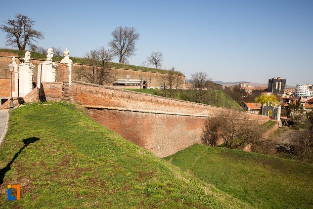 ziduri-de-la-cetatea-alba-carolina-din-alba-iulia-judetul-alba.jpg