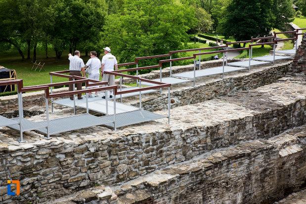 ziduri-de-piatra-palatul-domnesc-ruine-palatul-petru-cercel-din-targoviste-judetul-dambovita.jpg
