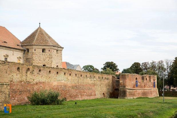 ziduri-si-bastion-de-la-cetatea-fagaras-judetul-brasov.jpg