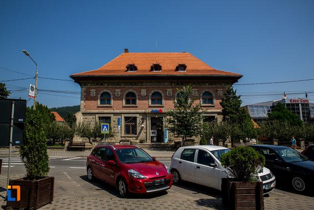 zona-centrala-cu-banca-comerciala-romana-din-campulung-moldovenesc-judetul-suceava.jpg