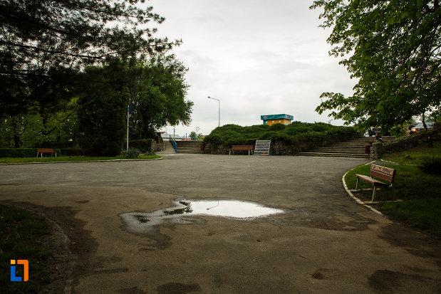 zona-centrala-din-parcul-zavoi-din-ramnicu-valcea-judetul-valcea.jpg