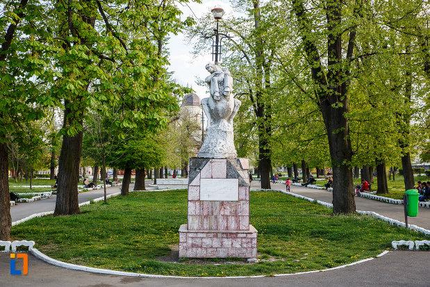 zona-verde-cu-monumentul-eroilor-din-sebes-judetul-alba.jpg