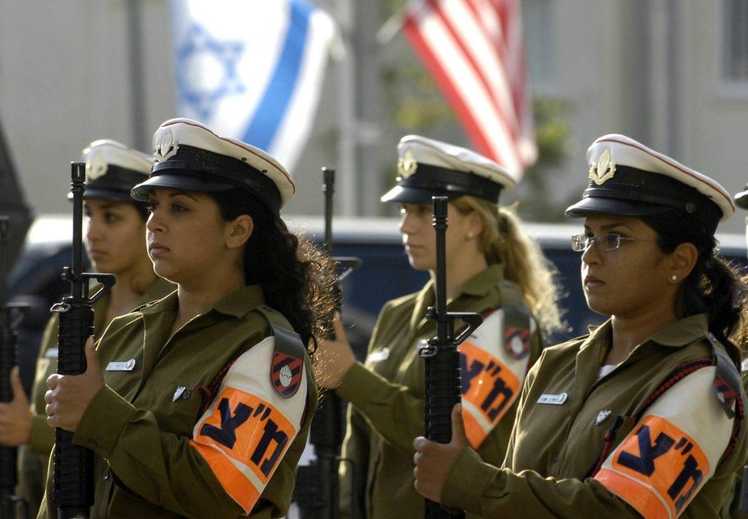 Soldaţi femei