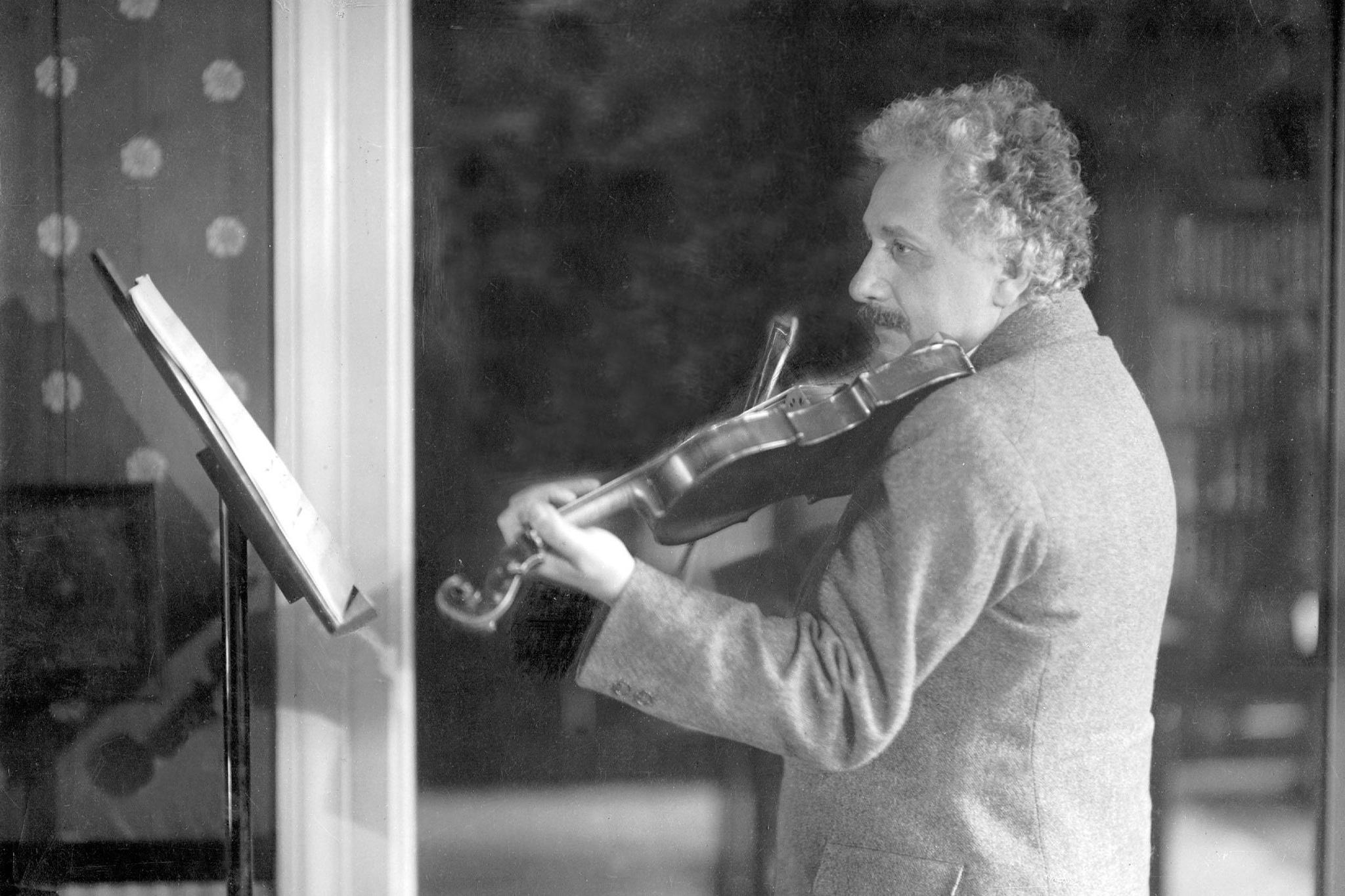 Einstein, pasionat de muzica