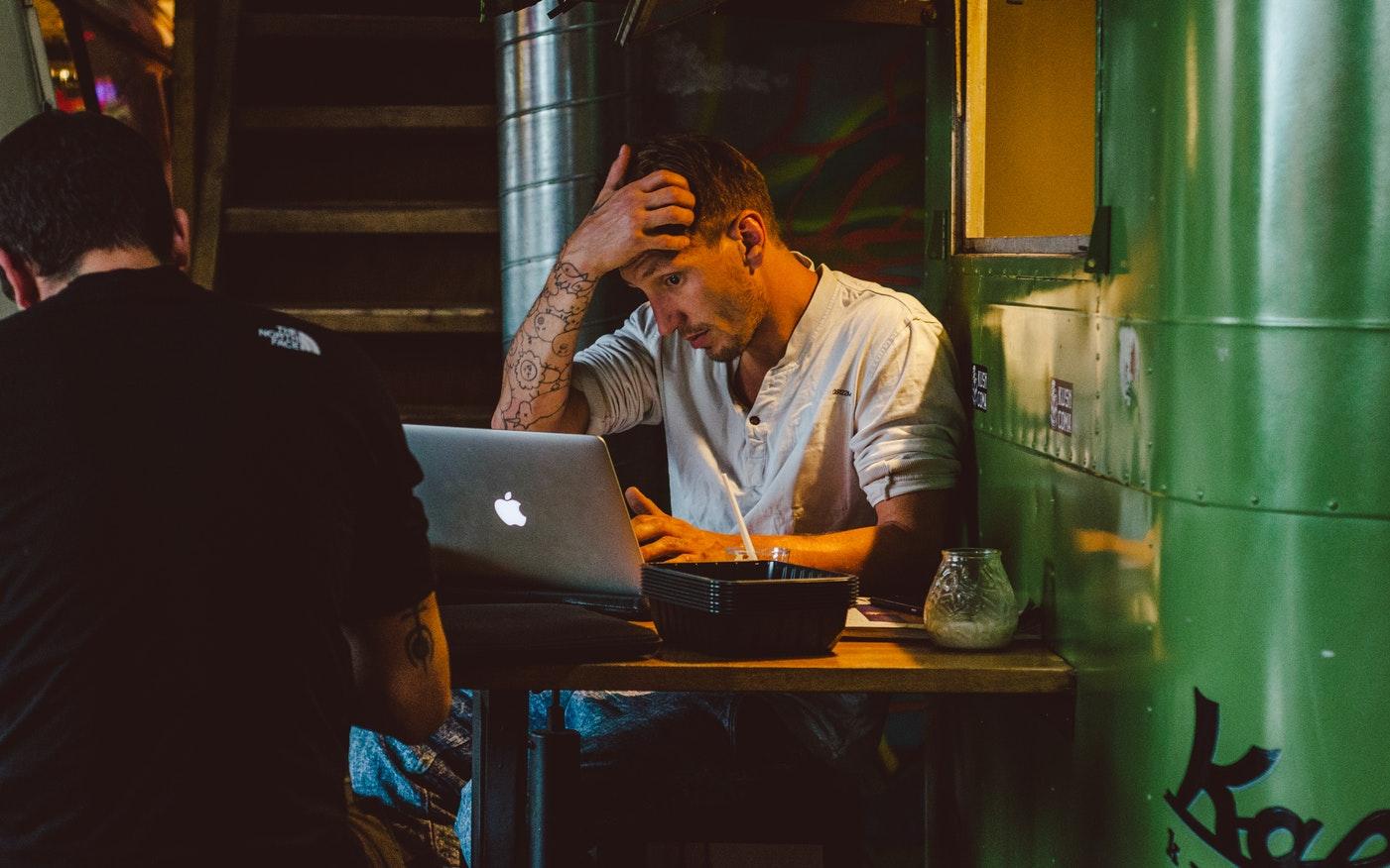 Sindromul burnout, suprasolicitarea profesionala