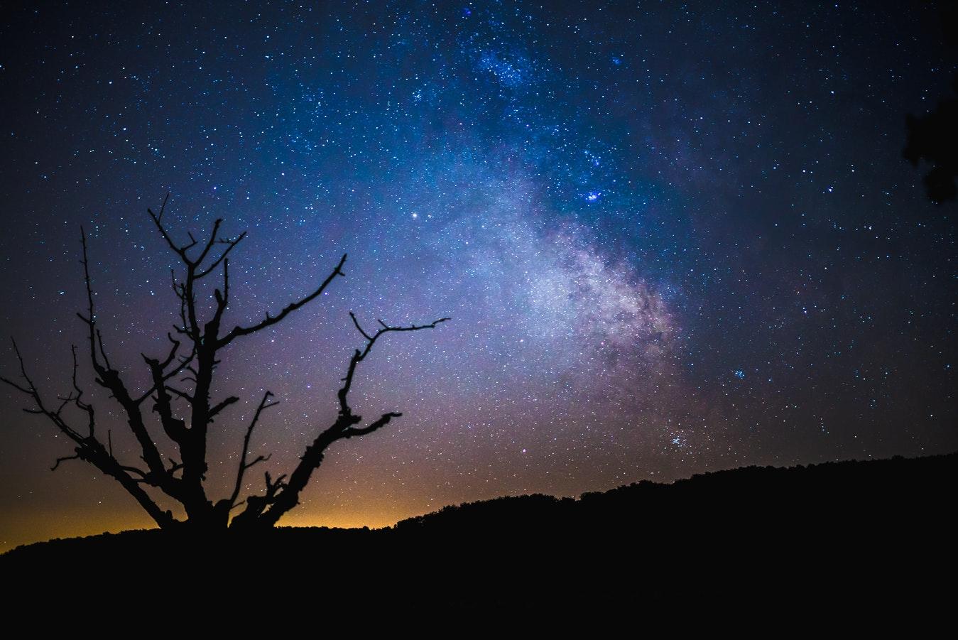 Timpul se comprimă, drumul Soarelui spre Constelatia Hercule