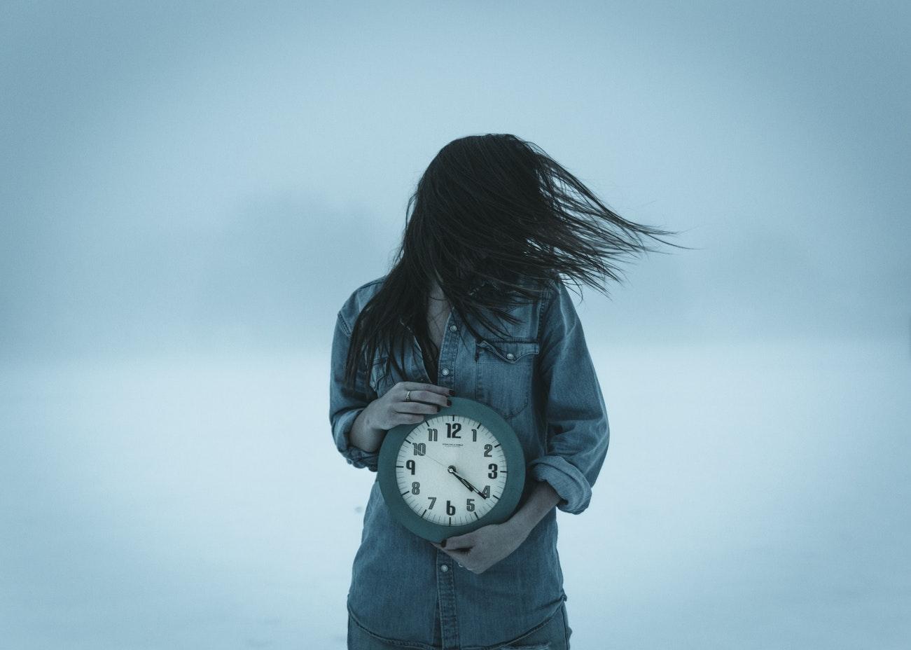 Timpul se comprimă, nu suntem stăpânii Universului