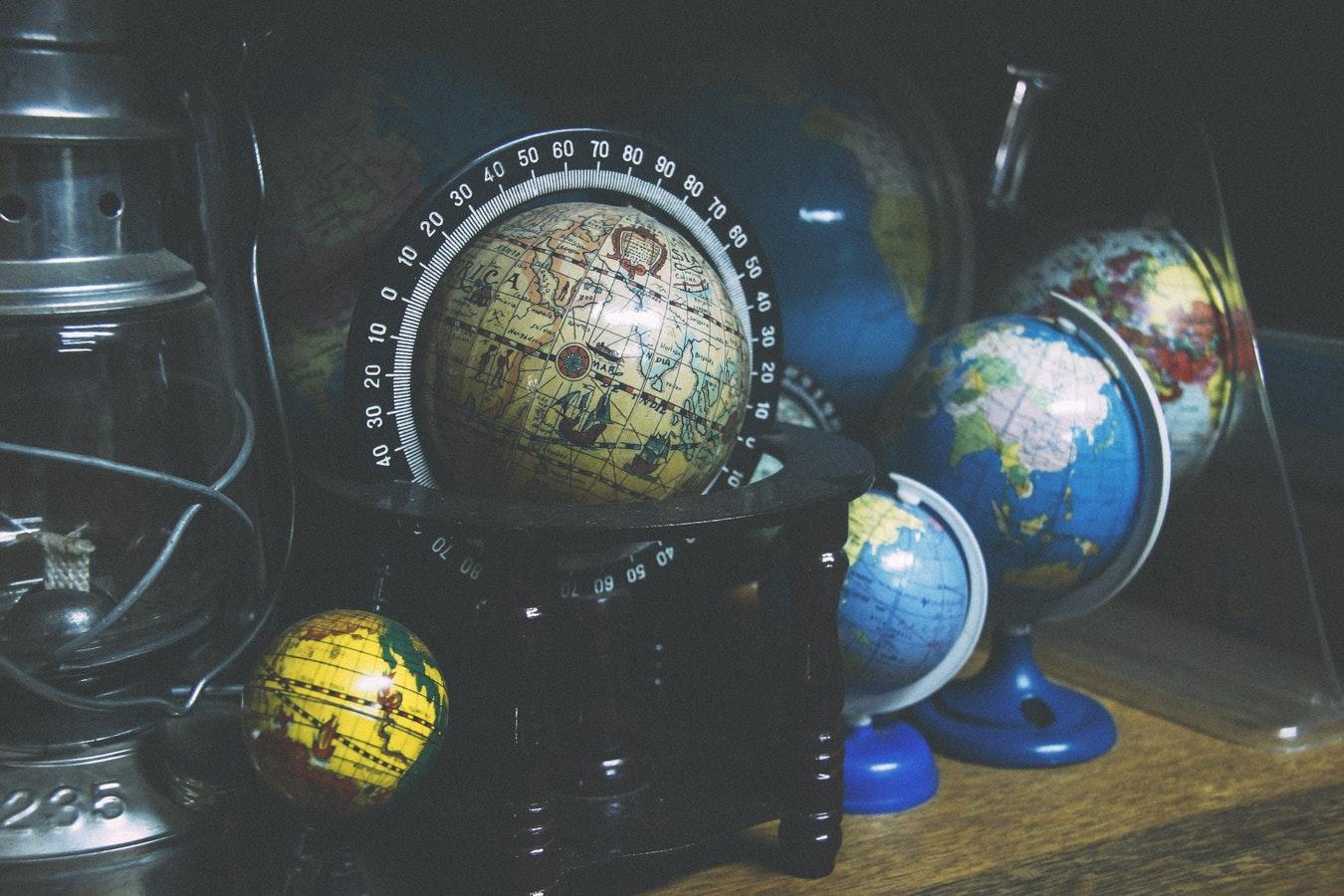 Timpul se comprimă simultan cu scăderea vitezei de rotaţie a Terrei în jurul axei sale