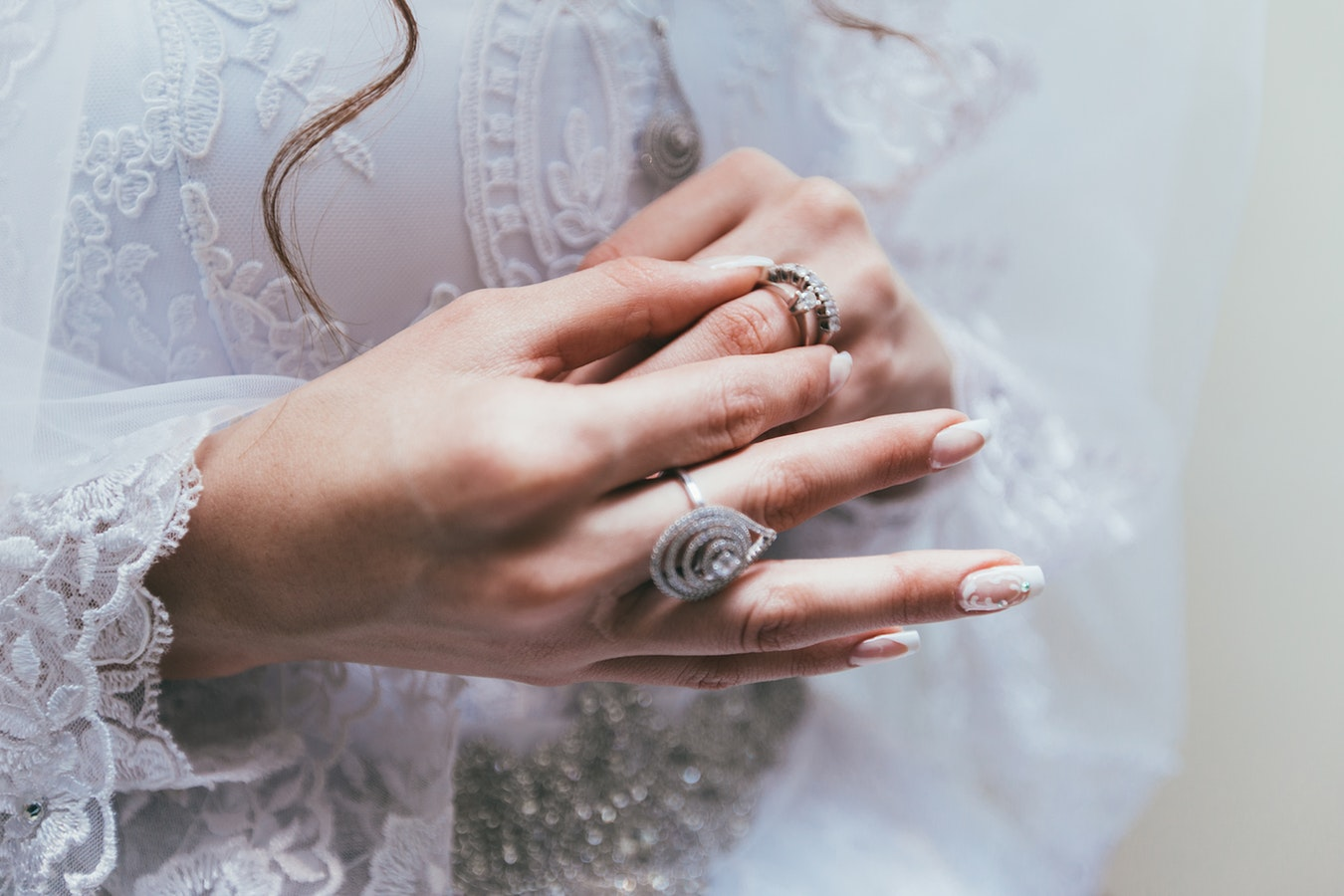 Diamantele si inelul de logodna