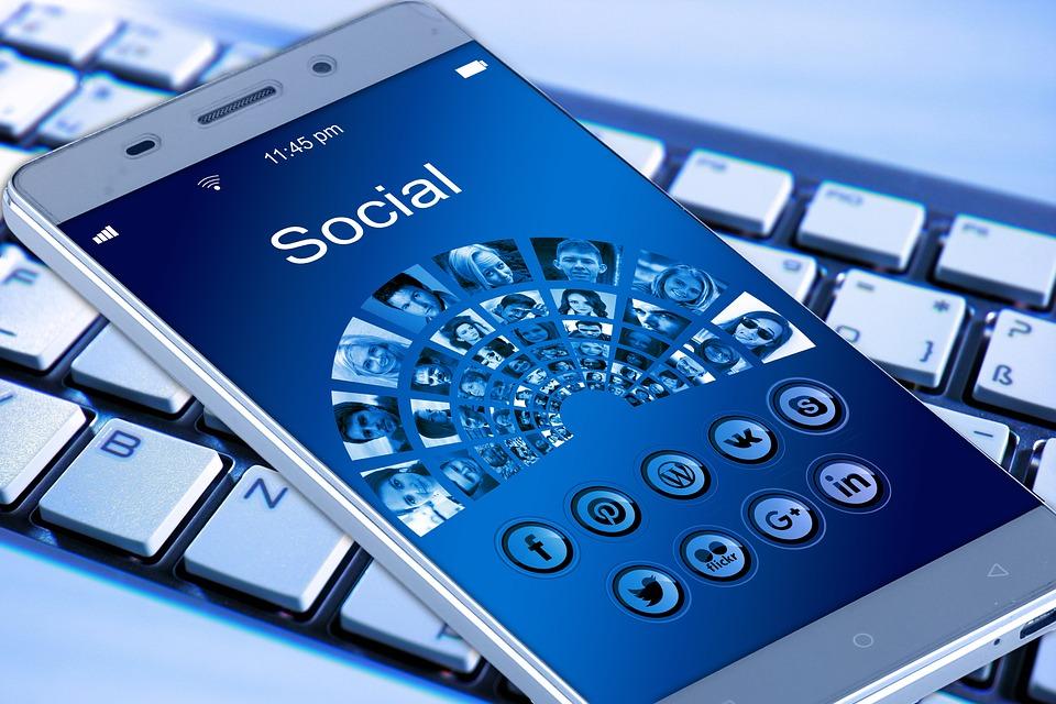 Cum este corect, Reţele de socializare sau Reţele sociale