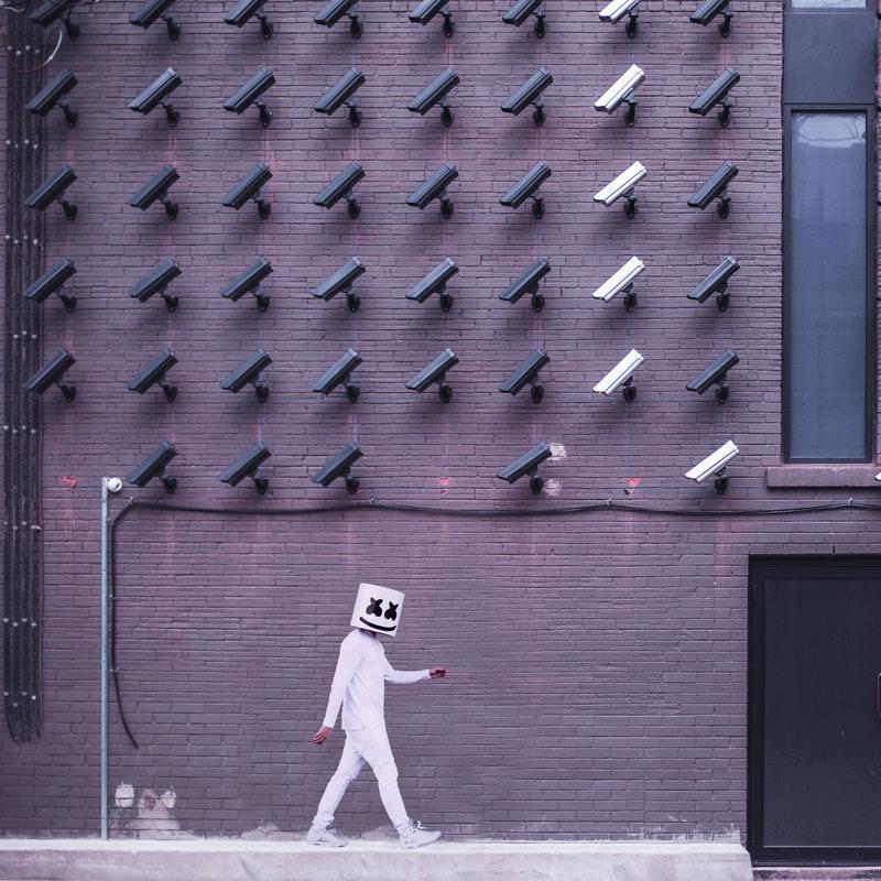Panopticul lui Foucault, mecanismele sociale ale supravegherii şi ale controlului