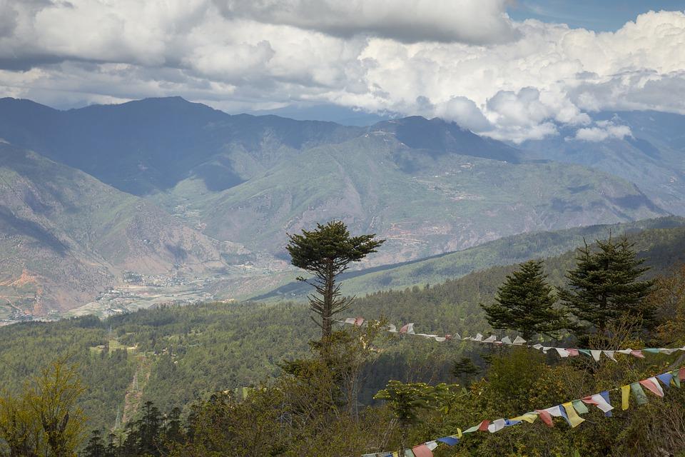 Bhutan, versantul sudic al Munţilor Himalaya