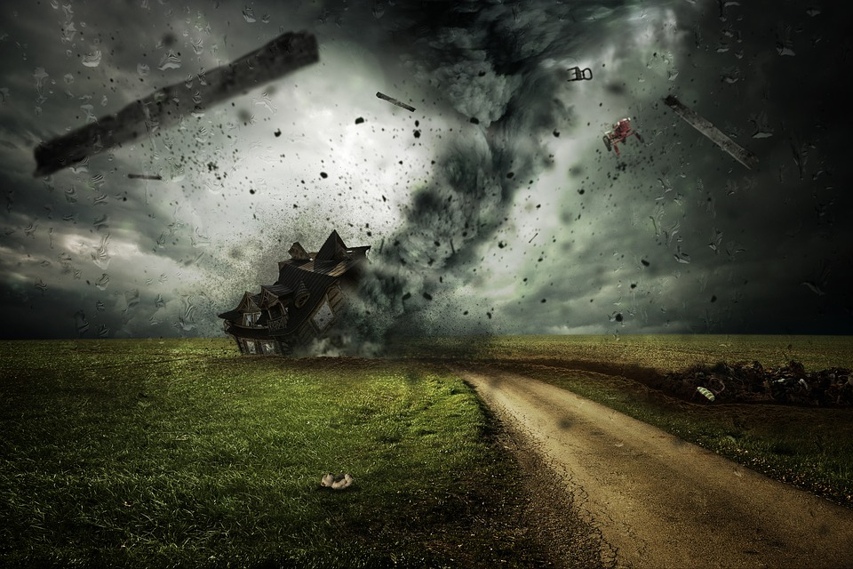 Anomaliile climatice, furtuni, tornade, vijelii