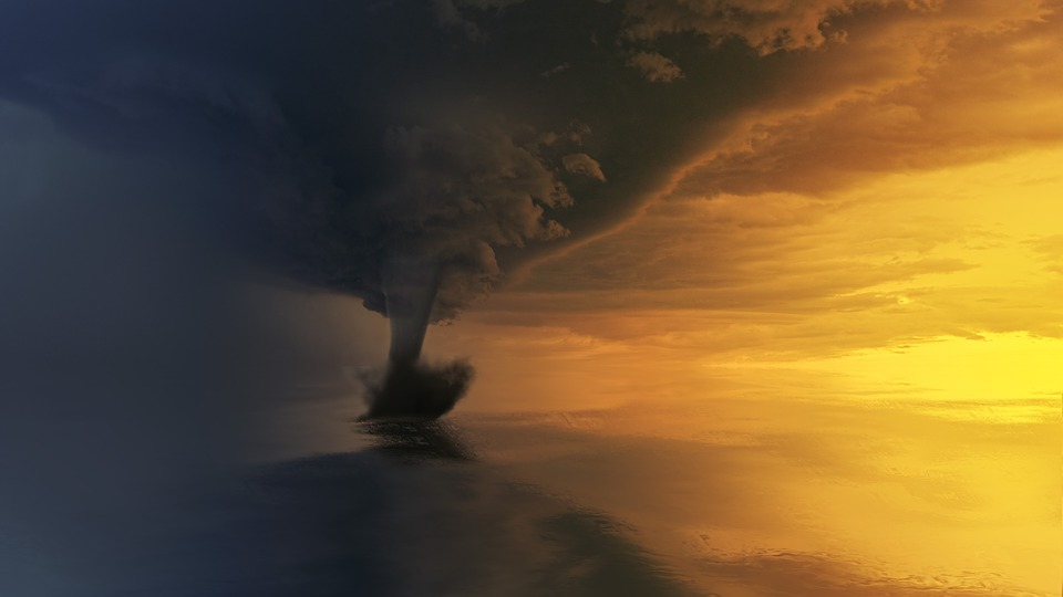 Anomaliile climatice, tornade