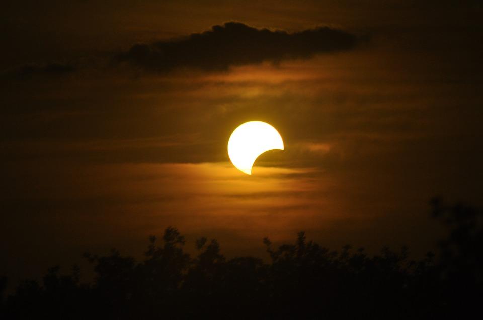 Luna iulie, eclipsa de luna