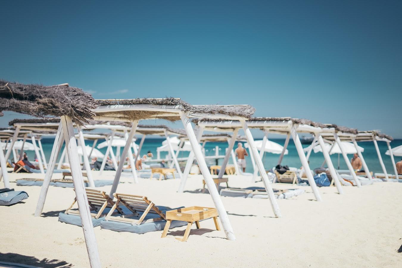 Istoria concediului plătit, plaja la Saint Tropez, Franta