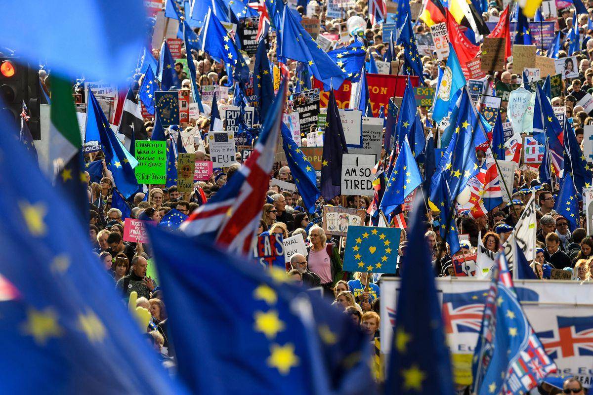 Brexit, se cere al doilea referendum