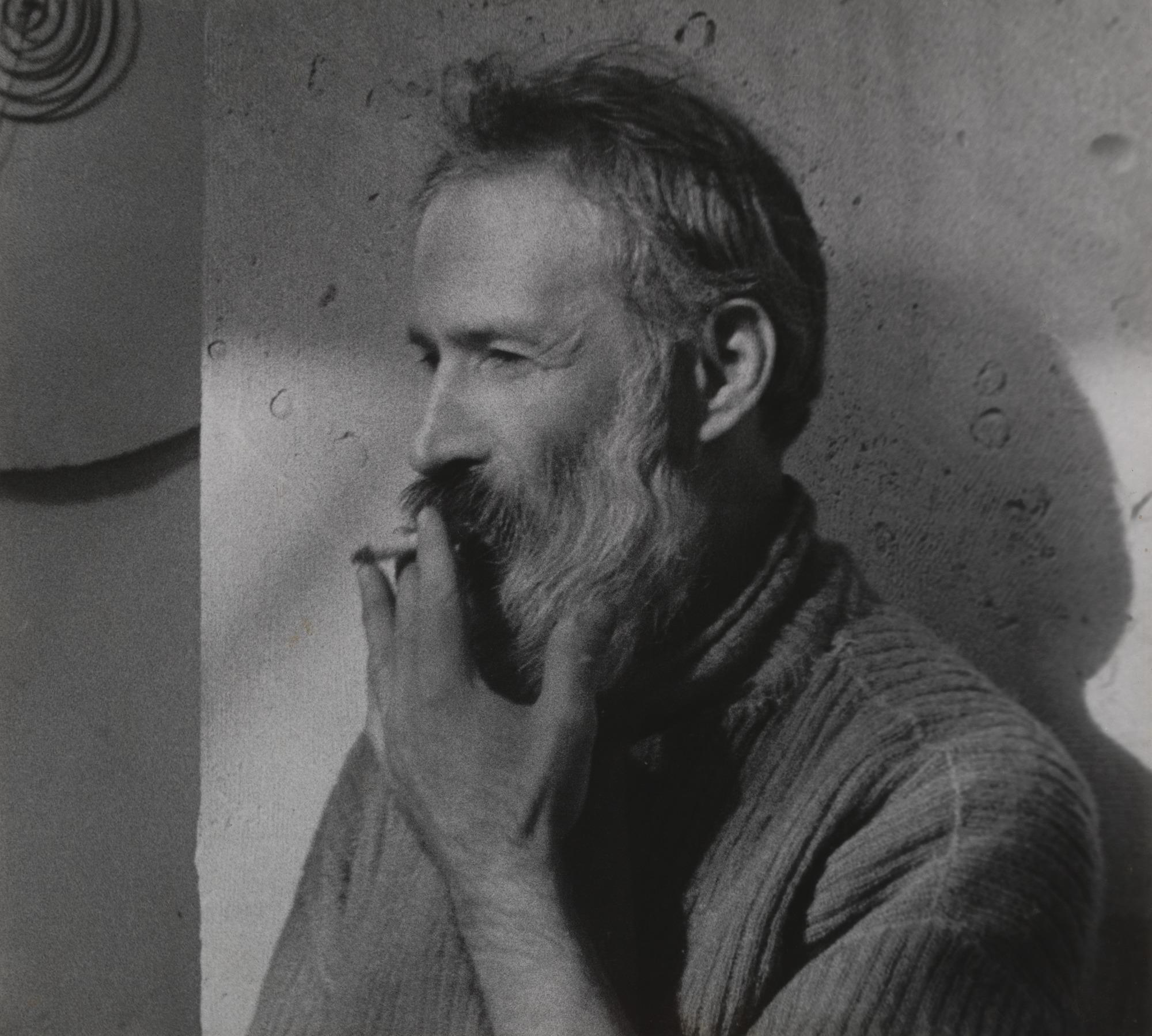 Constantin Brancusi, fotografie facura de Man Ray, MoMa