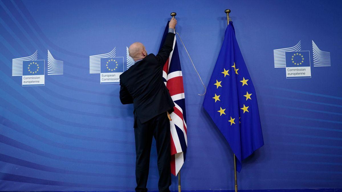 Steagul Marii Britanii dat jos de UE