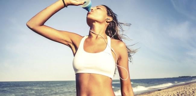 Hidratarea – o necesitate şi pentru fizicul şi pentru psihicul nostru