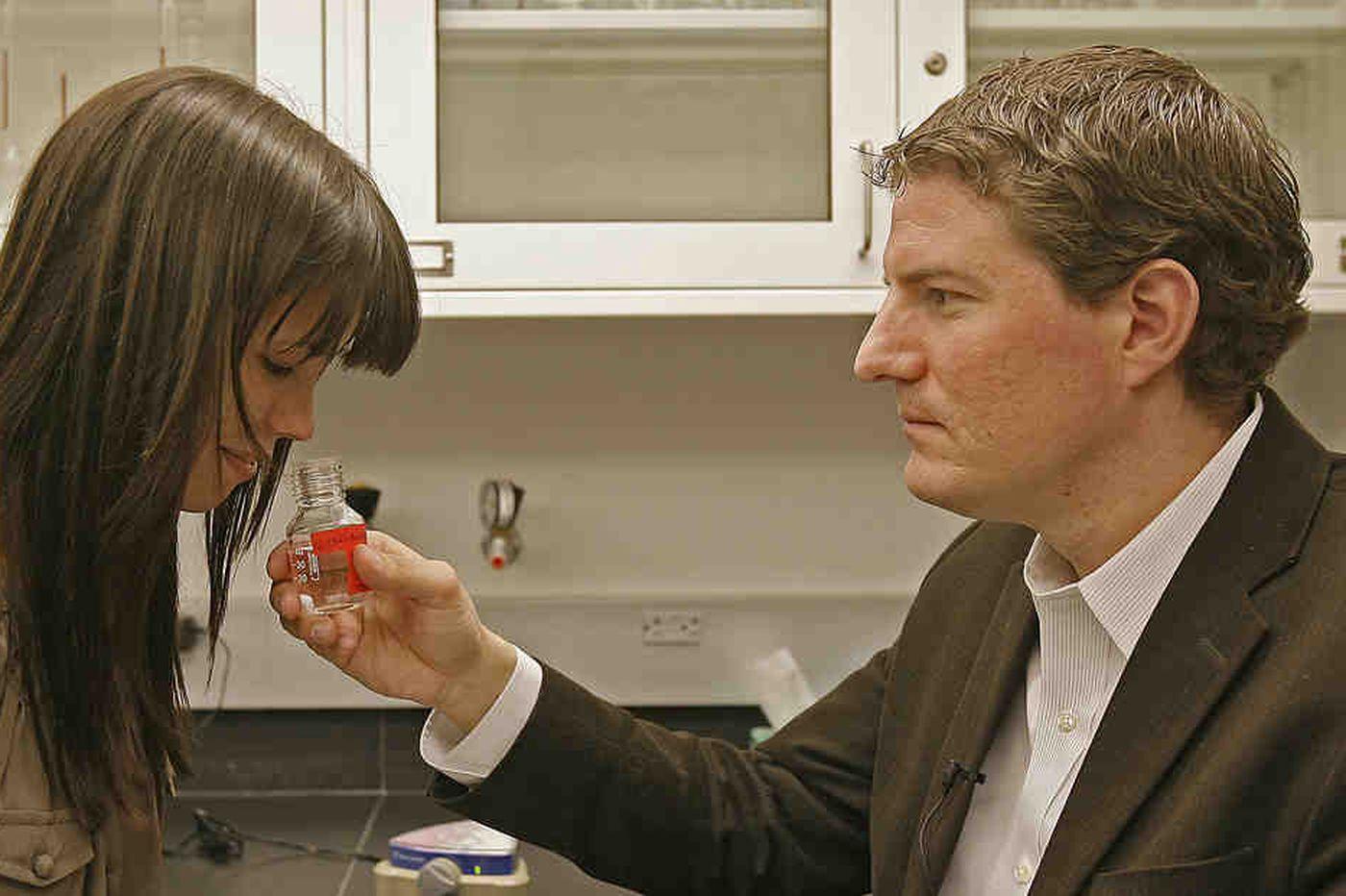 Pierderea mirosului, peel and sniff cards, Sursa The Philadelphia Inquirer