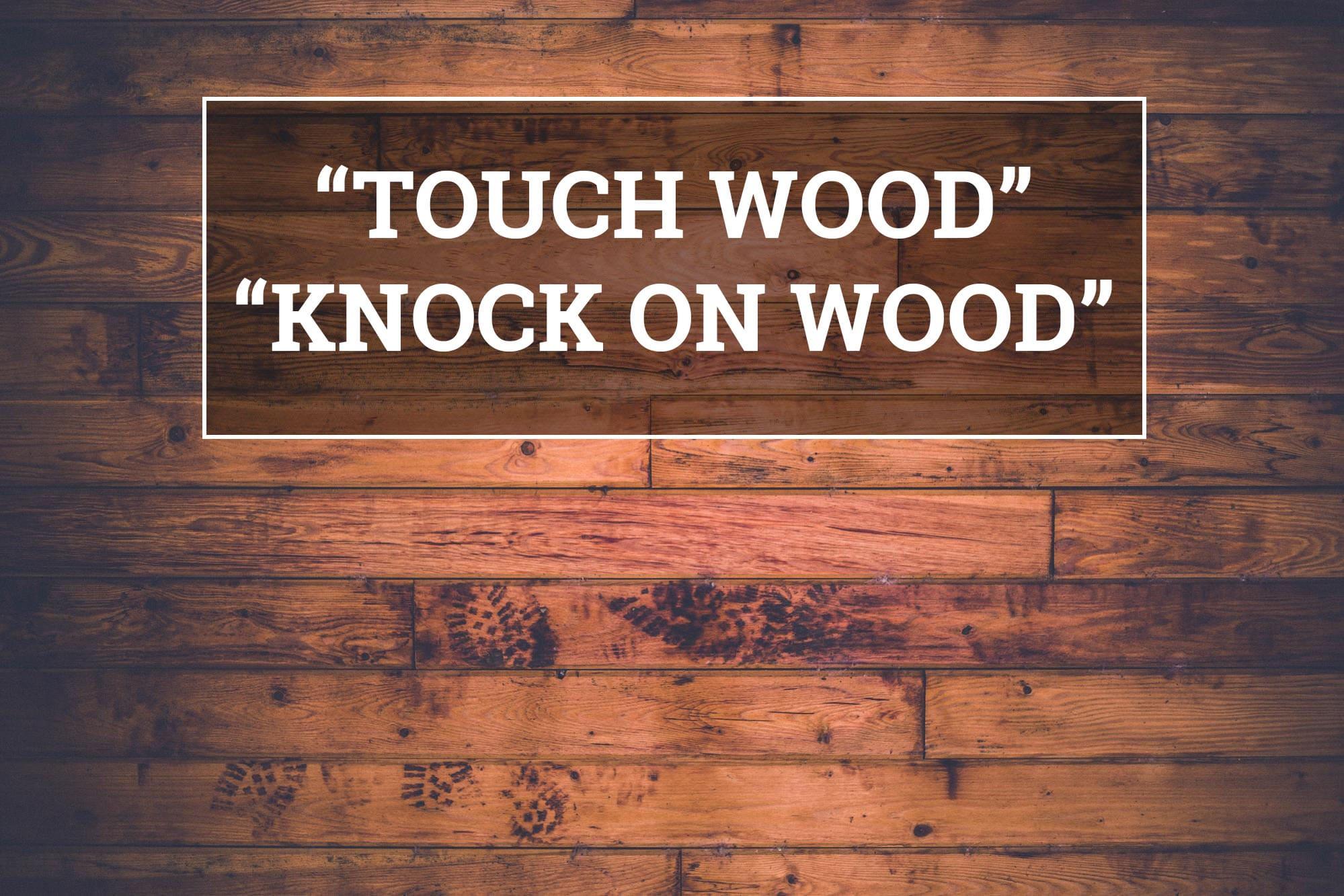 Gest magic, a atinge lemnul