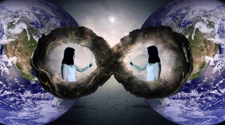Universuri-oglinda