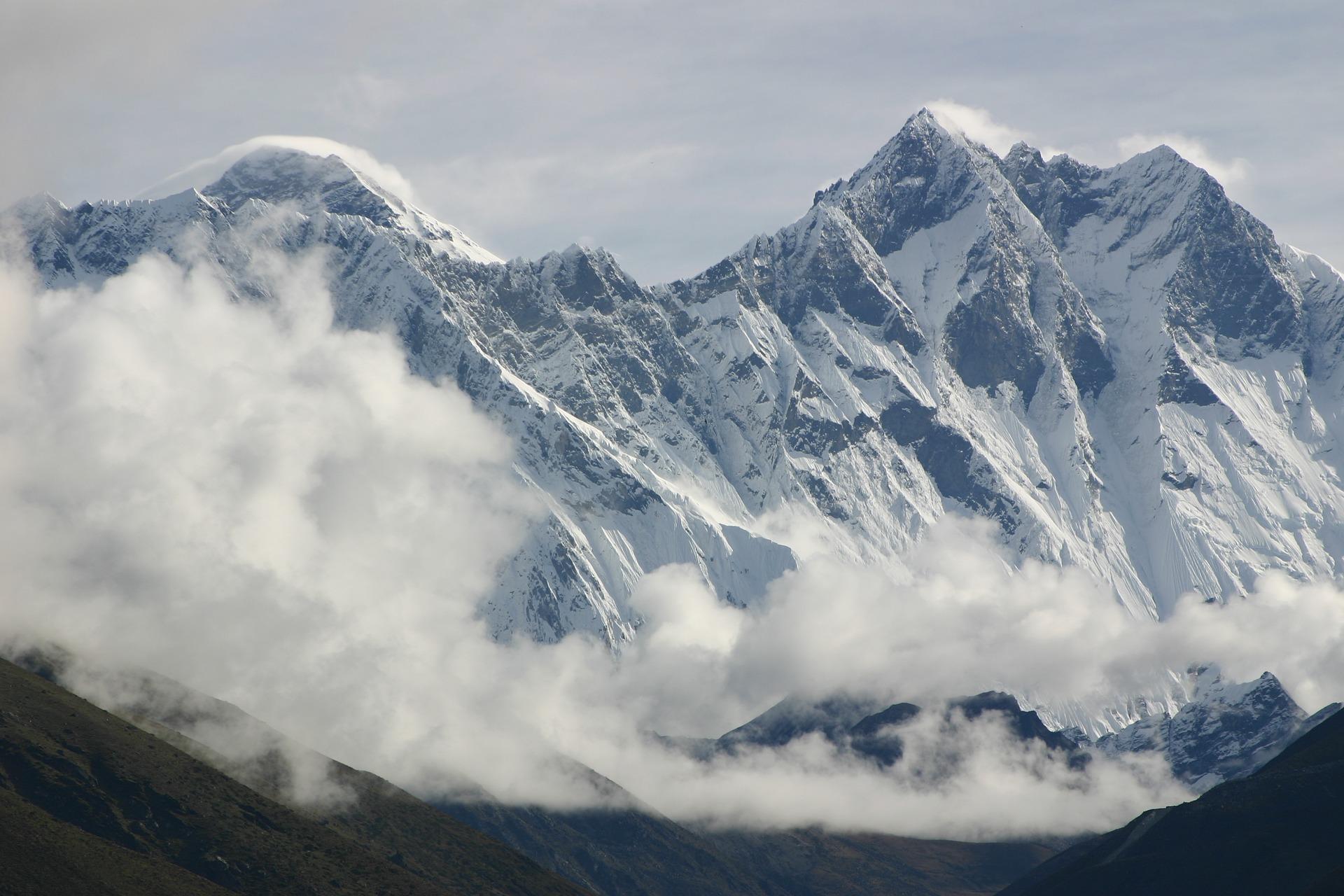 Ştiaţi că... Varful Everest