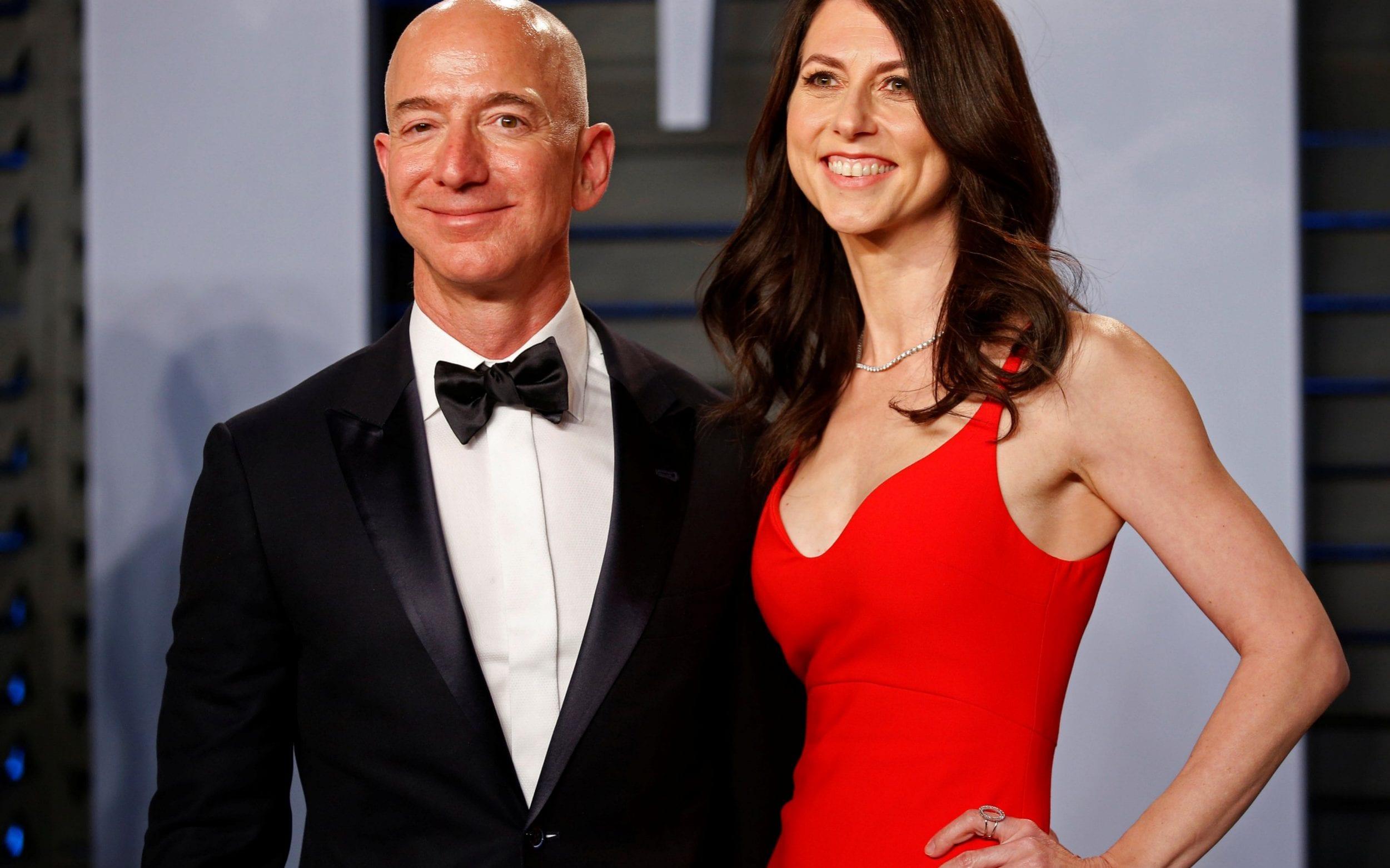 Jeff Bezos si MacKenzie Scott