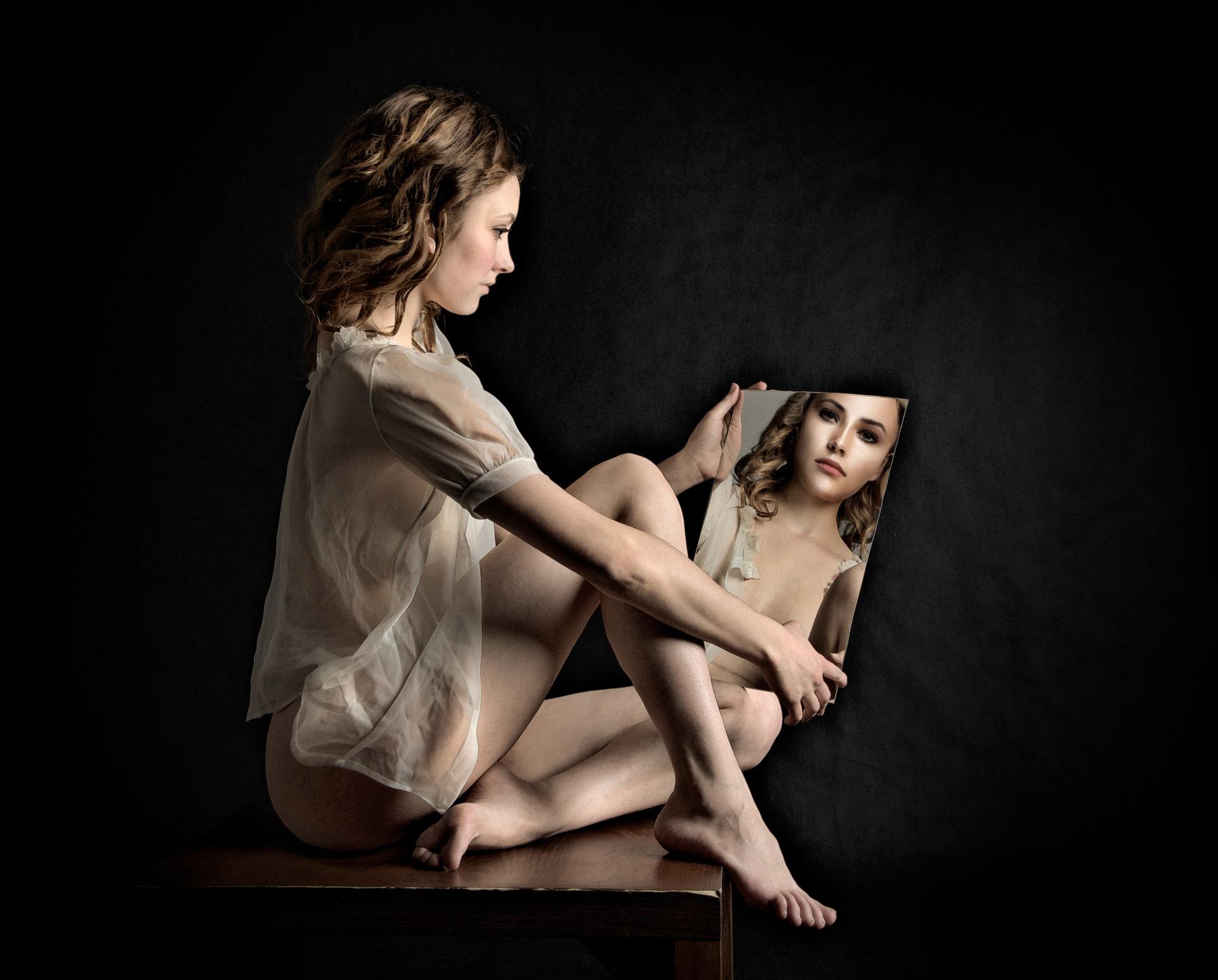 Imaginea noastră din oglindă este diferită de ceea ce văd ceilalţi?