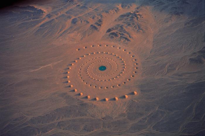 10 descoperiri ciudate prin Google Earth, o spirală în deşertul Sahara